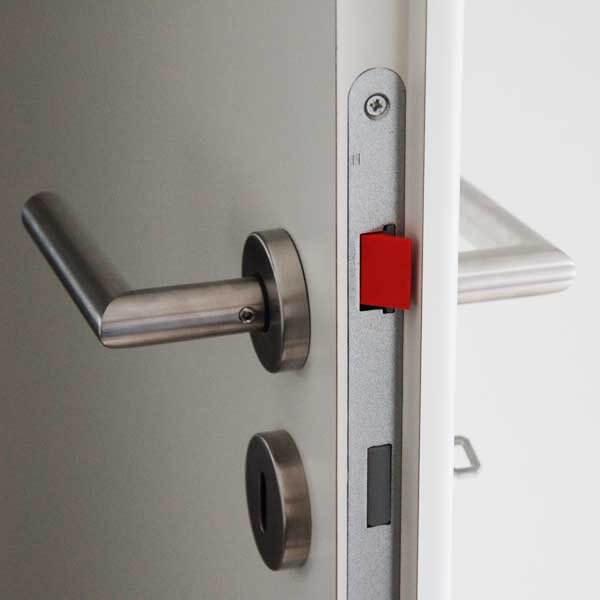 ClipIn die Türfalle und Türfallenclip zum verhindern von einrasten der Türfalle Ansicht mit Tür